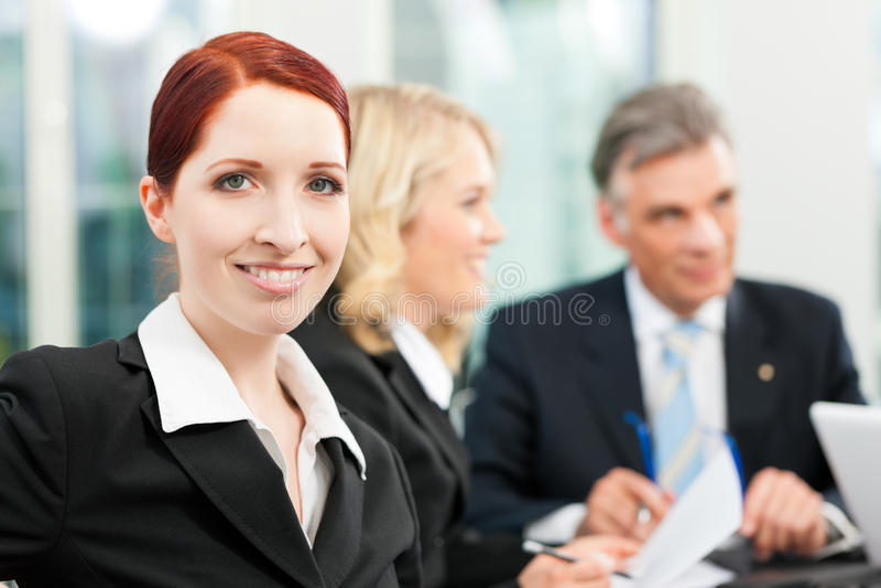 事务-队会议在办公室 免版税库存照片