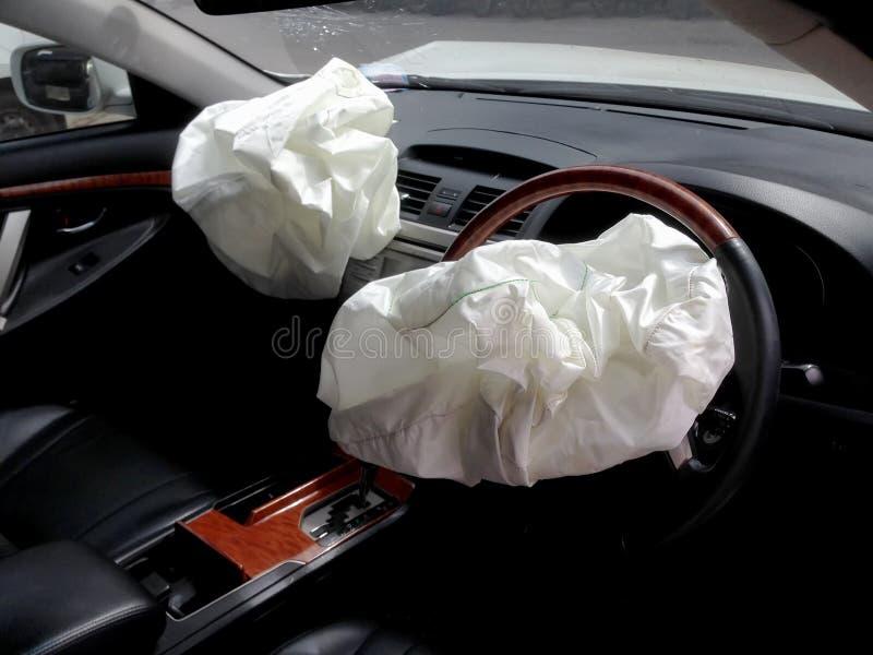 事故汽车在爆发通货膨胀du以后放气了气袋 库存图片