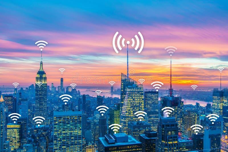 事概念互联网在城市 库存图片