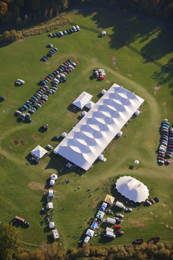 事件帐篷鸟瞰图在佛蒙特。 免版税库存照片