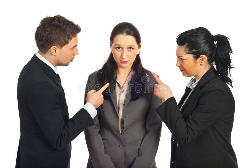 二个商人指责她的同事 图库摄影