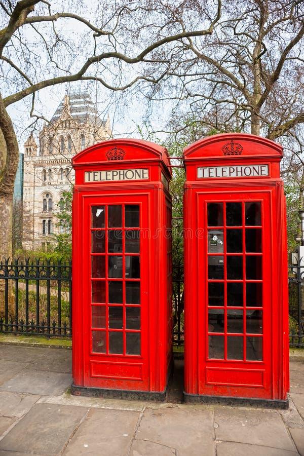 二个红色电话亭,伦敦,英国。 图库摄影