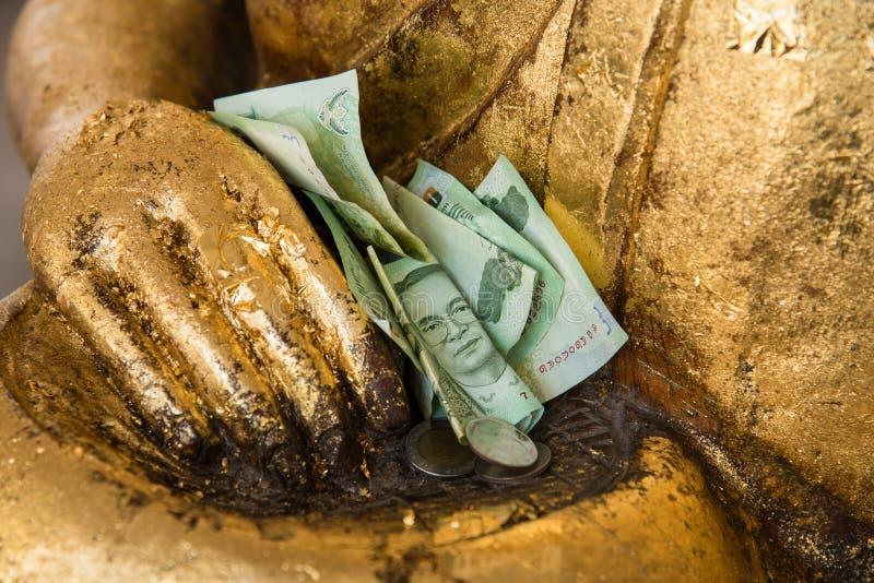 二十张泰国泰铢钞票ans泰铢泰国在手边铸造G 免版税库存图片