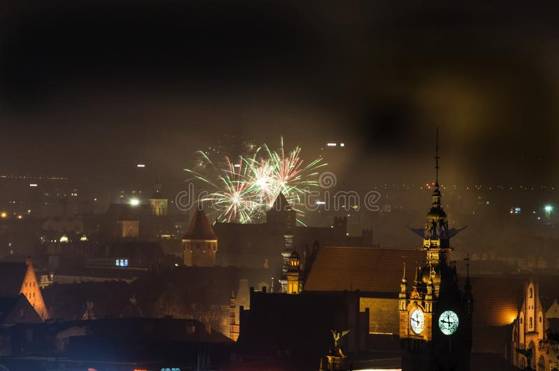 二千十七对新年二千十八与烟花的庆祝在格但斯克在波兰 库存图片