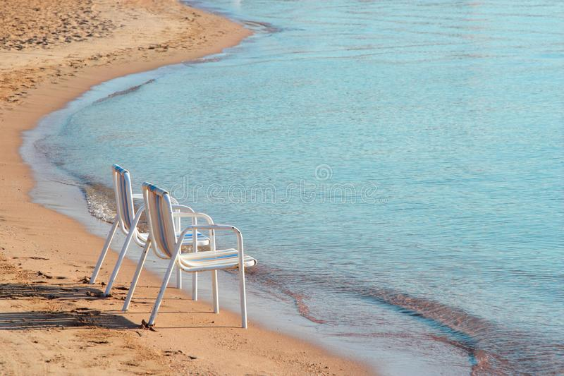 二张海滩睡椅 图库摄影