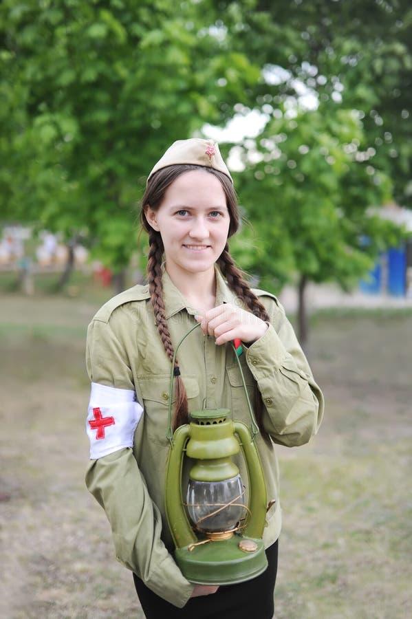 二战的时期的苏联护士的制服的女孩 免版税图库摄影