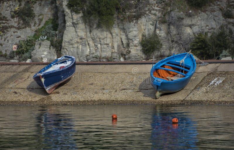 二条木小船 免版税库存图片