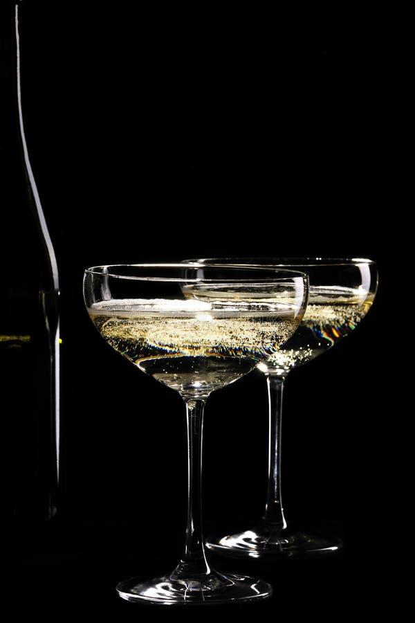Download 二杯闪耀的香槟 库存图片. 图片 包括有 香槟, 起泡的, 食物, 饮料, 玻璃, 酒精, bothy, 小轿车 - 30326391