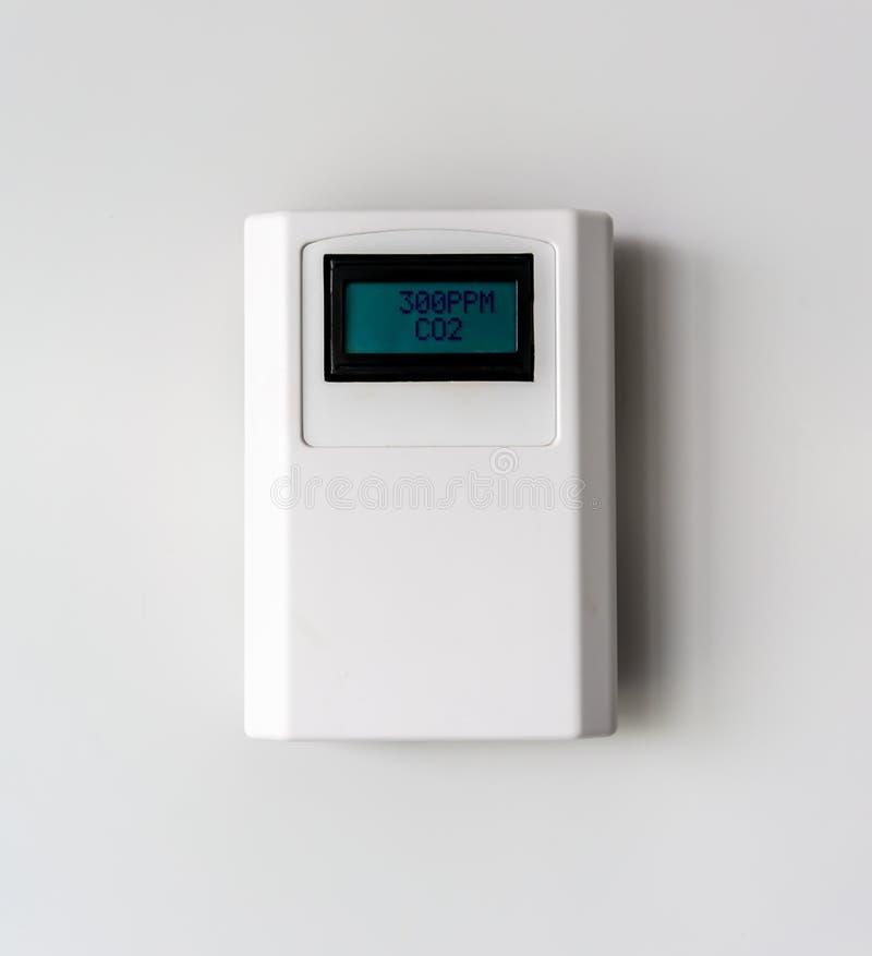 二氧化碳水平 数字二氧化碳在白色的米设备 库存图片