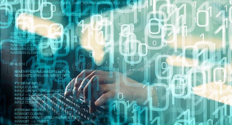 二进制编码和特洛伊人病毒代码,绿色抽象背景 免版税库存照片