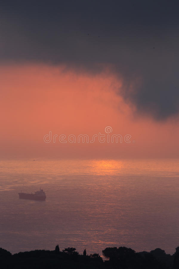 云彩和光在海阿尔及尔海湾的  免版税库存图片