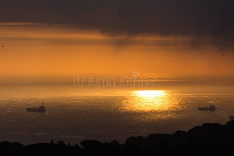 云彩和光在海阿尔及尔海湾的  免版税图库摄影