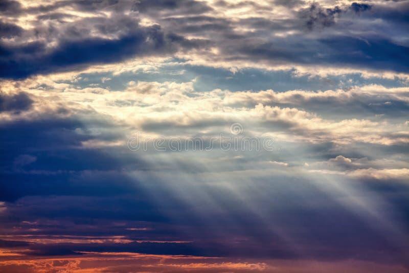 云彩和光芒 库存图片