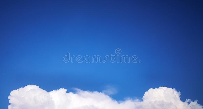 云彩和天空蔚蓝 免版税图库摄影