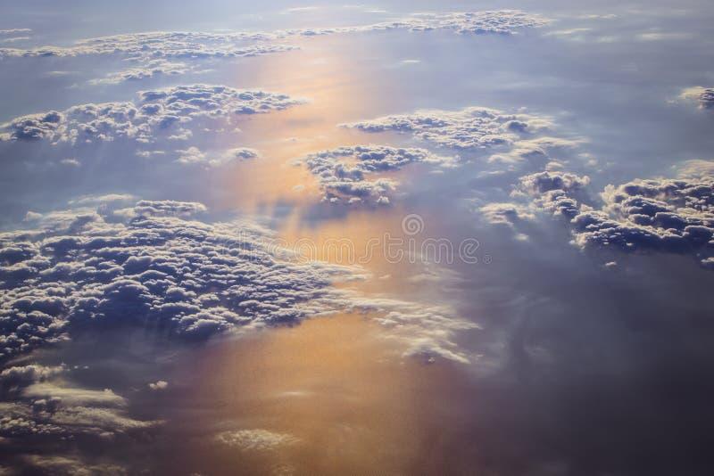 云彩和太阳在欧洲天空  库存照片