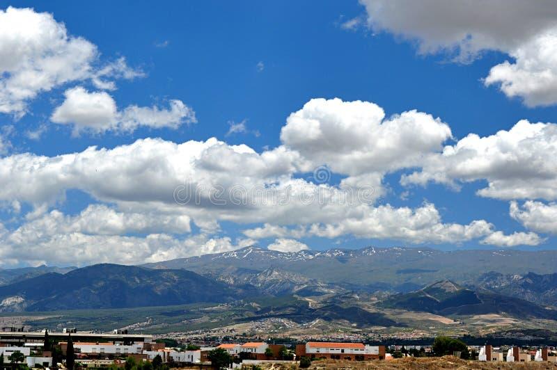 云彩和山 库存图片