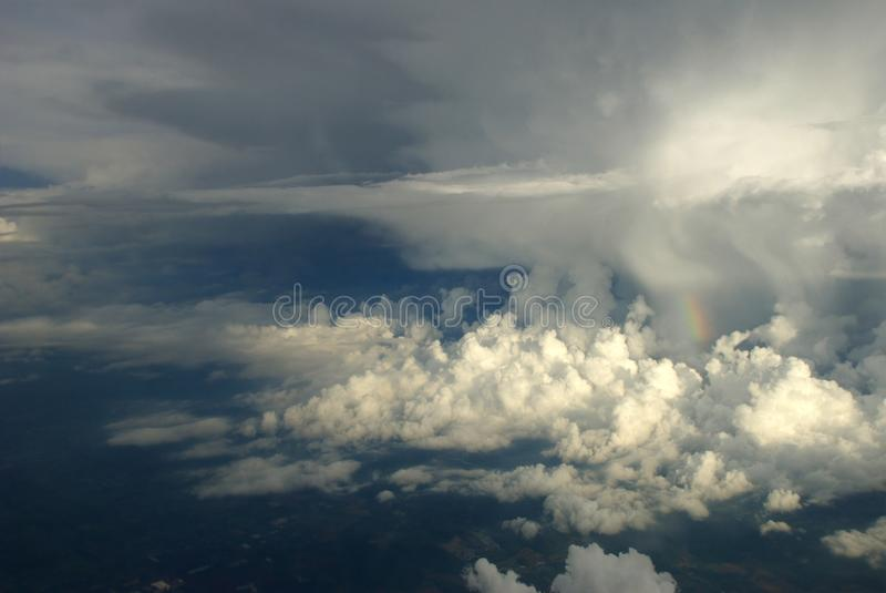 云彩和skywith鸟瞰图作为进行下去的窗口 库存照片