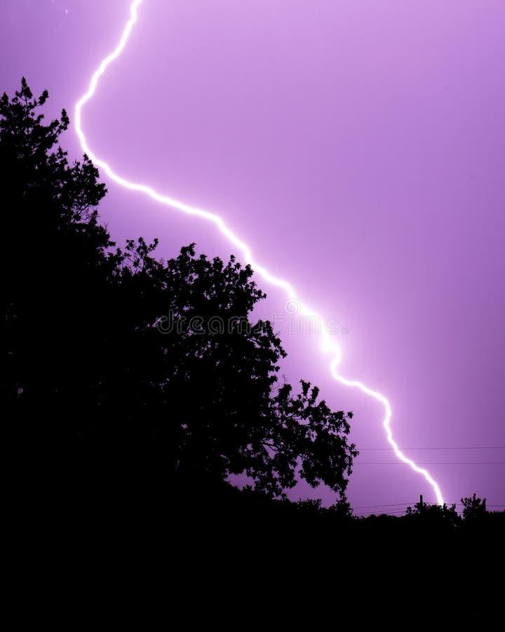 云彩对地面雷电 库存图片