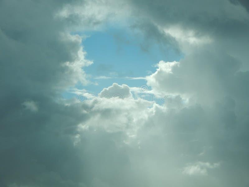 云彩打开 库存图片