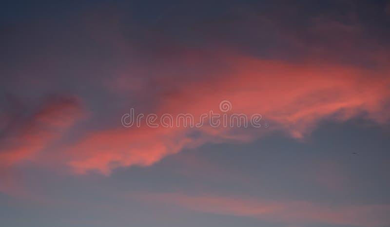 云彩日落,但是看起来黎明 免版税库存图片