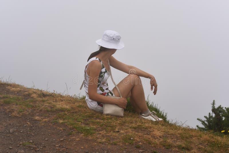 云彩的妇女在马德拉岛海岛上 图库摄影