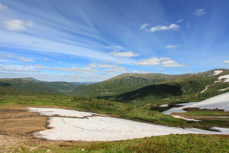 云彩的运动在山Kuznetsky Alatau, Republ的 免版税图库摄影