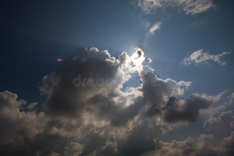 云彩隐藏的星期日 免版税库存照片