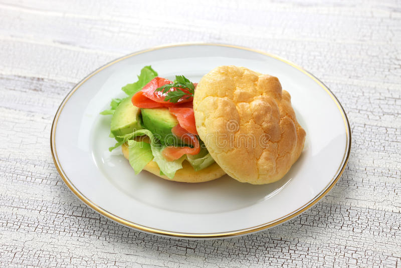 云彩面包& x28;没有气化器面包& x29;三明治 免版税库存照片