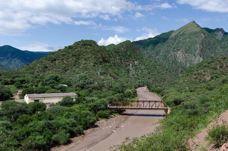 云彩,河,山AlemanÃa,萨尔塔,阿根廷 免版税图库摄影