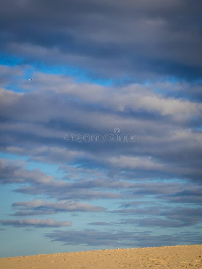 Download 云彩离开 库存图片. 图片 包括有 多云, 云彩, 沿海, 海洋, 节假日, 安静, 本质, 沙子, 火箭筒 - 72368217