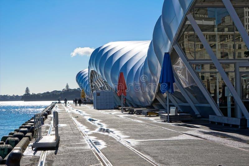 云彩结构在奥克兰市,女王码头 免版税库存图片