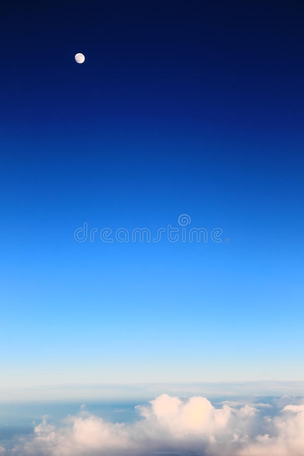 Download 云彩从飞机窗口观看 库存图片. 图片 包括有 结算, 通风, alameda, 飞机, 五颜六色, 干净 - 72366369