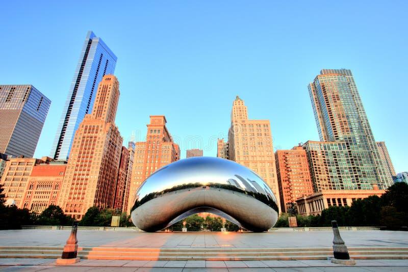 云门-豆在日出的千禧公园,芝加哥 免版税图库摄影
