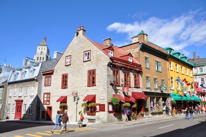 云香的圣路易斯,魁北克市五颜六色的议院 免版税库存照片