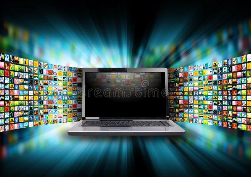 互联网与图象画廊的计算机膝上型计算机 库存图片