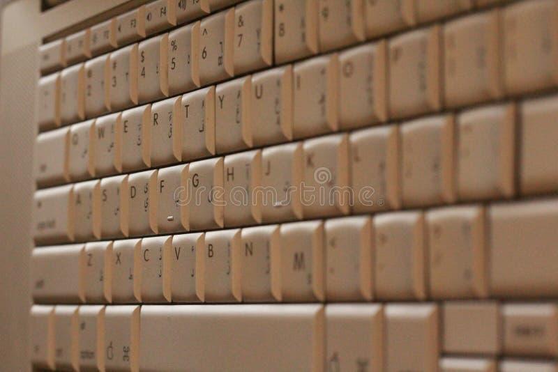 互联网技术键盘阿拉伯英国计算机互联网 免版税库存图片