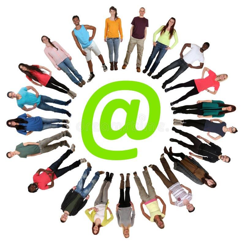 互联网数字式一代小组在网上青年人 向量例证