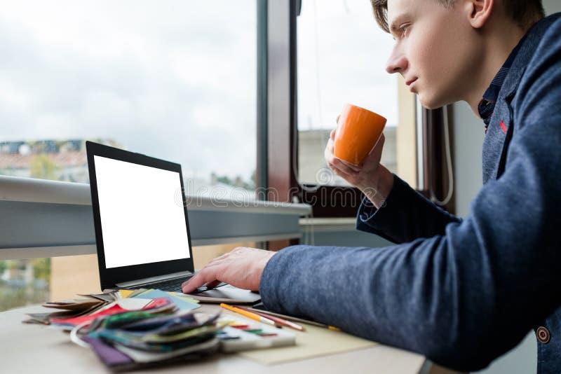 互联网浏览的冲浪的网信息设计师 免版税库存照片
