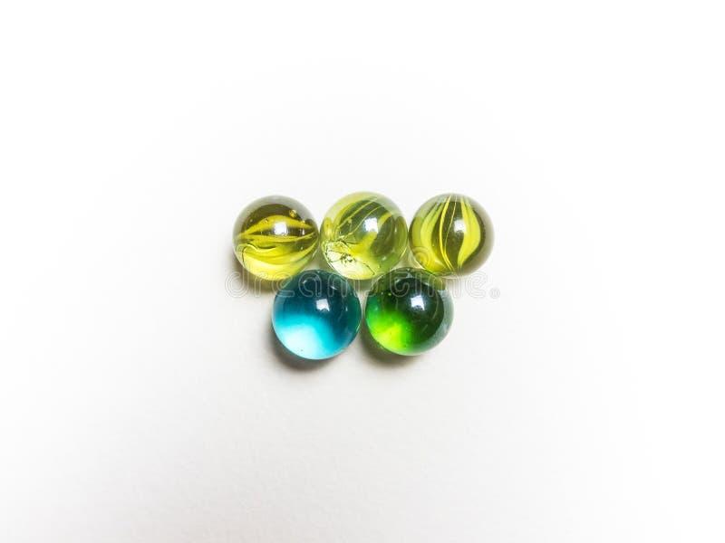 五上色了与腐蚀剂的玻璃球在白色背景 库存图片