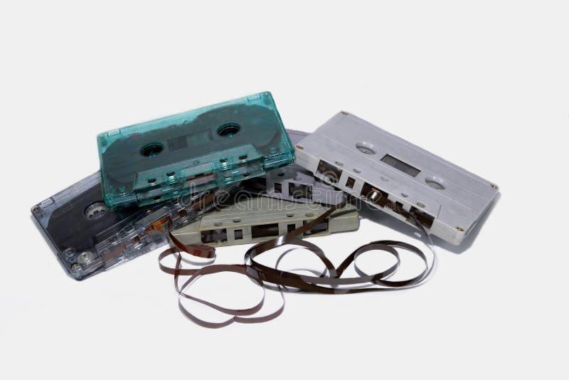 五个卡式磁带被堆积隔绝了 库存照片