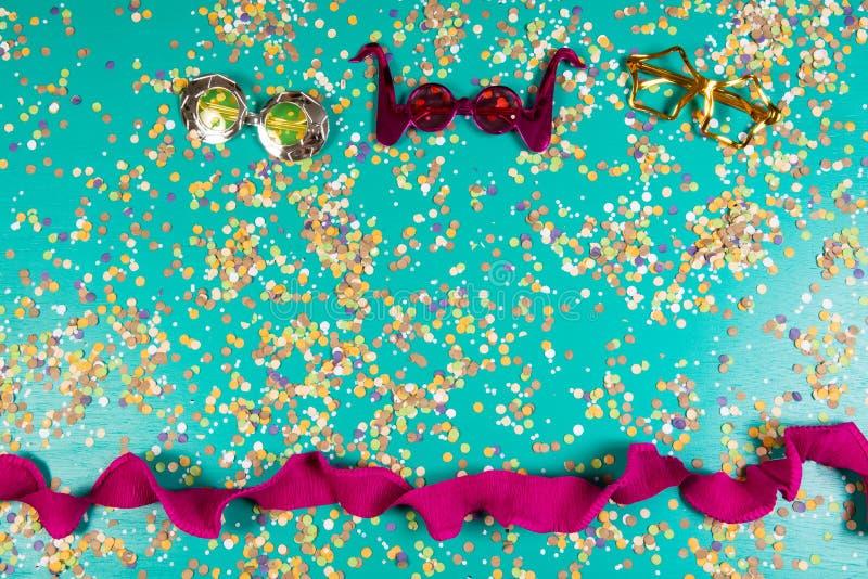 五彩纸屑背景与元素的与狂欢节和夏天有关 图库摄影