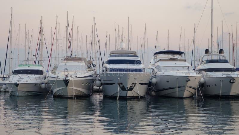 五条小船在港口,分裂,克罗地亚 免版税库存图片