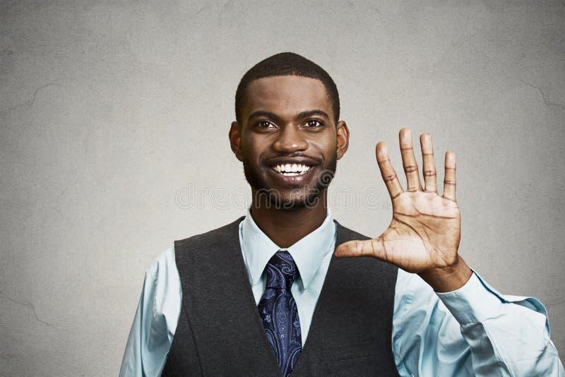 给五次的愉快的人打手势用手 免版税库存图片