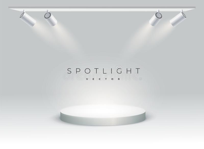 五盏现代聚光灯在指挥台,斑点,阶段发光 ? 聚光灯在斑点发光有一个角度 圆的指挥台,垫座或 库存例证