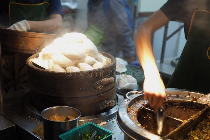 五花肉gua bao是台湾街道食物 库存照片