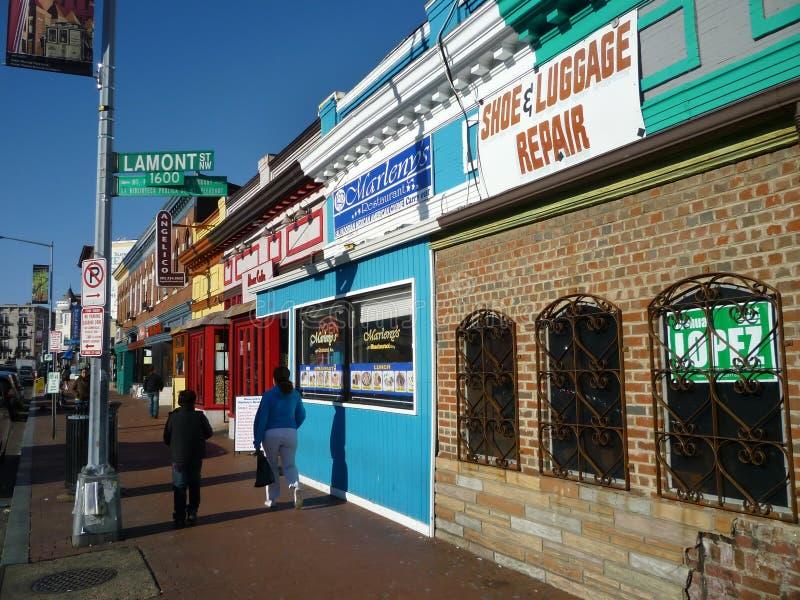 五颜六色的主要挂接宜人的街道 库存照片