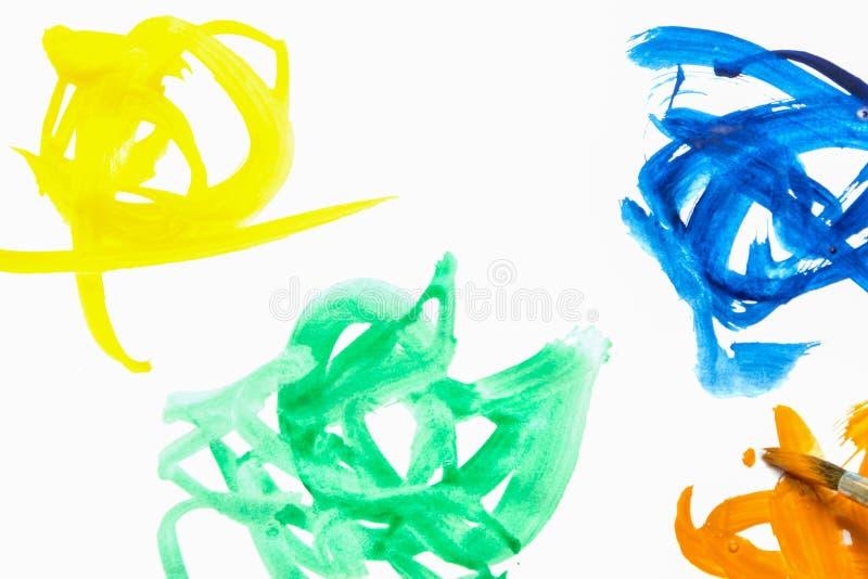 五颜六色的乱画树胶水彩画颜料 在白皮书的刷子冲程 库存图片