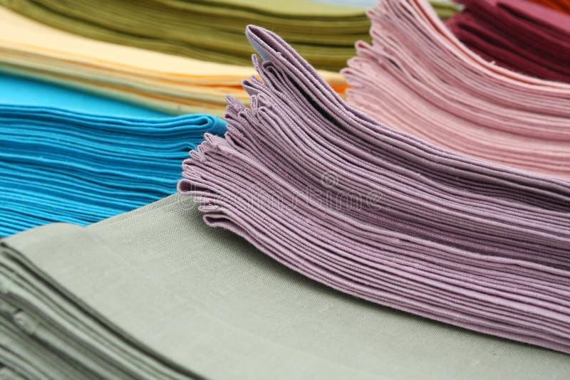 五颜六色的亚麻制栈毛巾 免版税库存图片