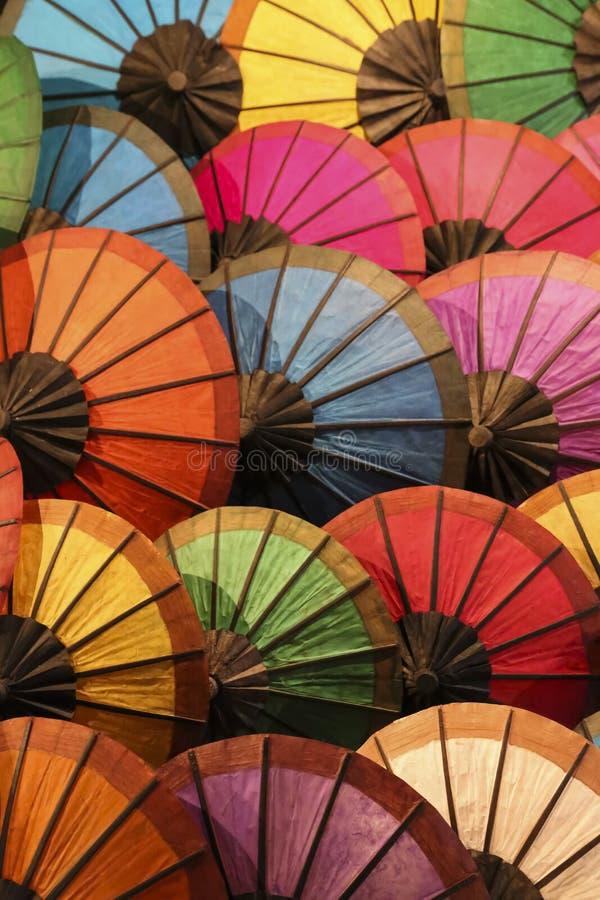 五颜六色的伞列阵 库存图片