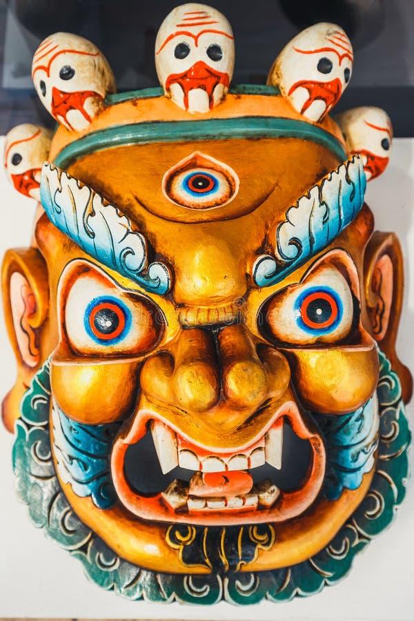 五颜六色的传统佛教面具 库存照片